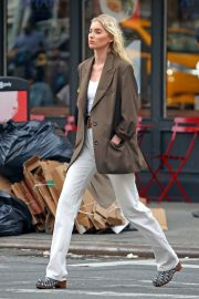 Elsa Hosk in Brown Coat Out for a Stylish Stroll in New York 2019/06/26 3