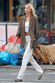 Elsa Hosk in Brown Coat Out for a Stylish Stroll in New York 2019/06/26 7