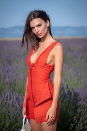 Emily Ratajkowski attends Jacquemus Spring Summer 2020 Show in Valensole 2019/06/24 1