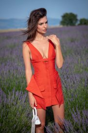 Emily Ratajkowski attends Jacquemus Spring Summer 2020 Show in Valensole 2019/06/24 6