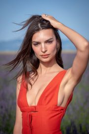 Emily Ratajkowski attends Jacquemus Spring Summer 2020 Show in Valensole 2019/06/24 8