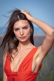 Emily Ratajkowski attends Jacquemus Spring Summer 2020 Show in Valensole 2019/06/24 10