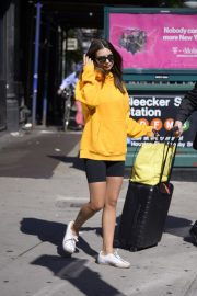 Emily Ratajkowski in Yellow Hoodies and Shorts Out in New York 2019/06/23 2