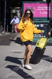 Emily Ratajkowski in Yellow Hoodies and Shorts Out in New York 2019/06/23 3