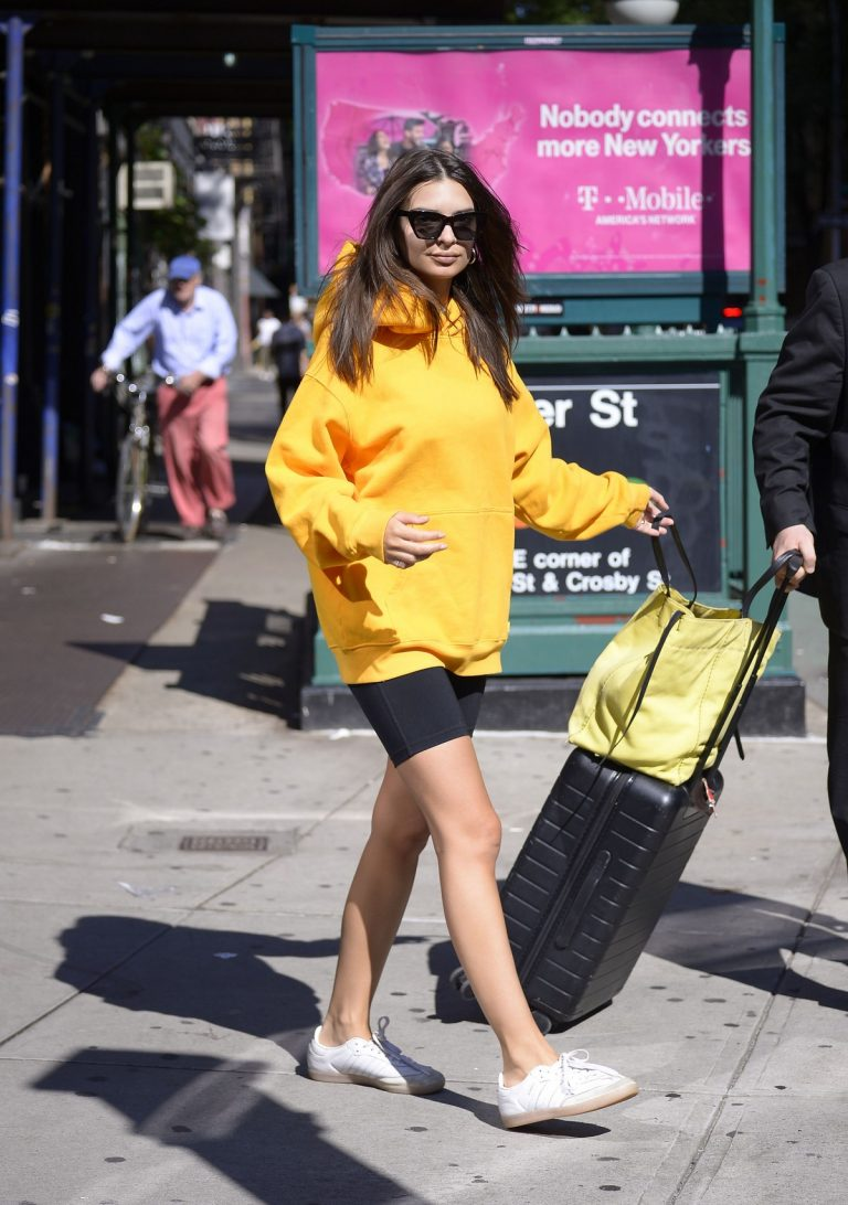 Emily Ratajkowski in Yellow Hoodies and Shorts Out in New York 2019/06/23 4