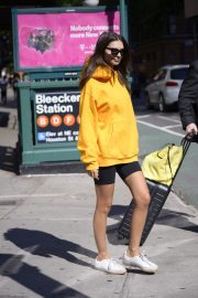 Emily Ratajkowski in Yellow Hoodies and Shorts Out in New York 2019/06/23 7