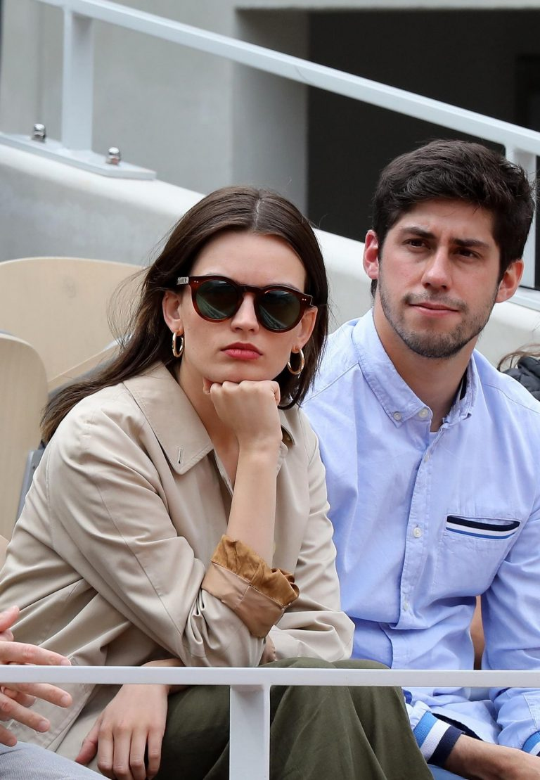 Emma Mackey with her friends at French Tennis Open at Roland Garros in Paris 2019/06/08 4