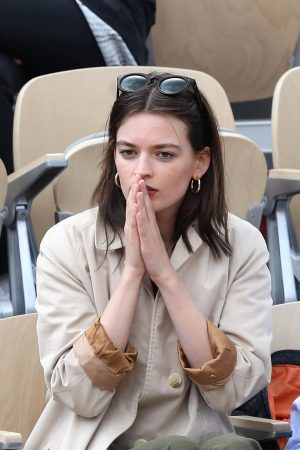 Emma Mackey with her friends at French Tennis Open at Roland Garros in Paris 2019/06/08 8