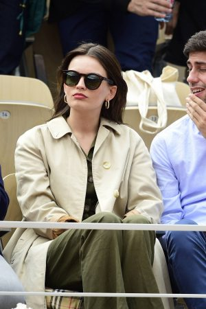 Emma Mackey with her friends at French Tennis Open at Roland Garros in Paris 2019/06/08 12