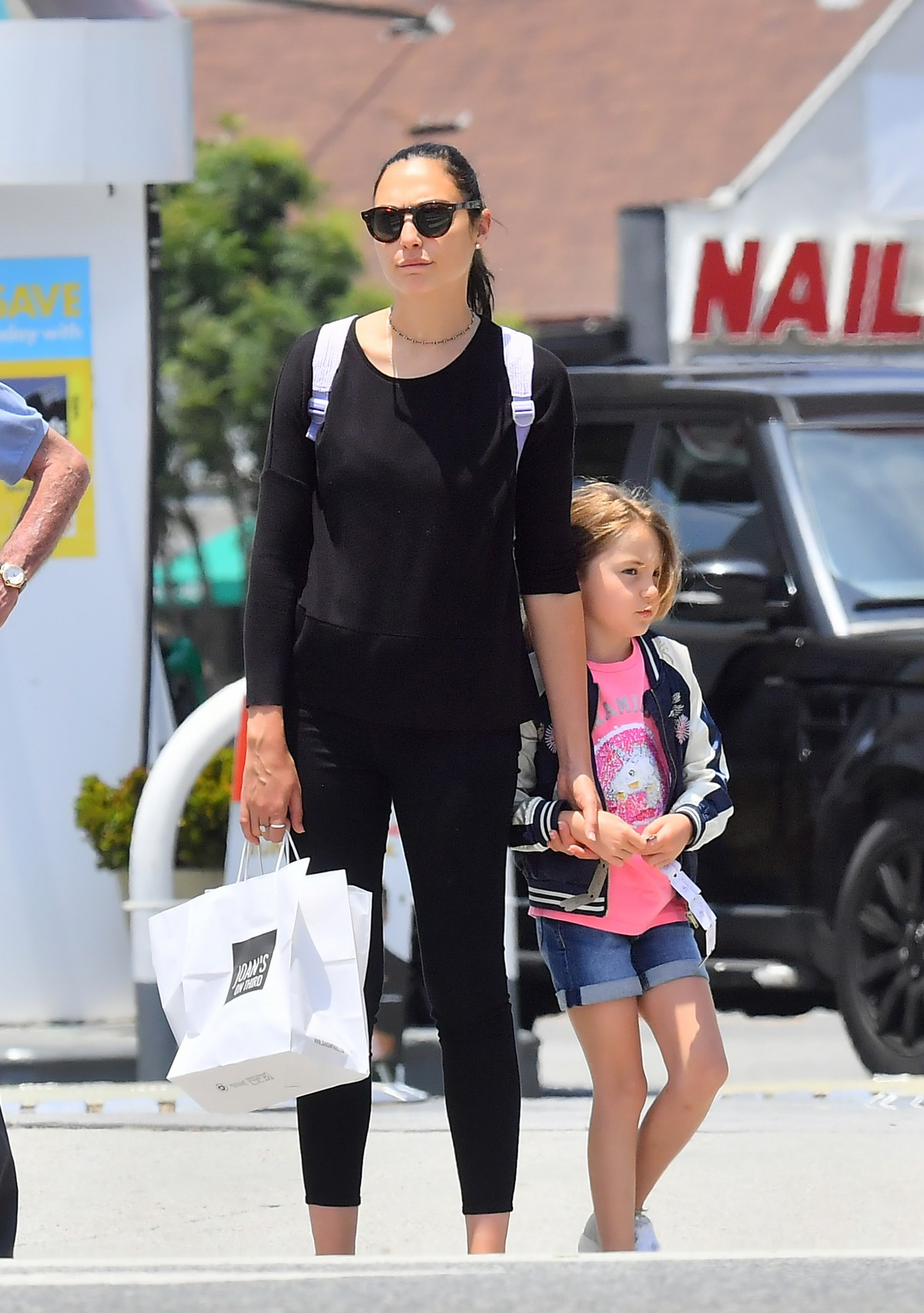 Gal Gadot with her daughter Shopping Out in Studio City 2019/06/22 1