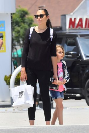 Gal Gadot with her daughter Shopping Out in Studio City 2019/06/22 5