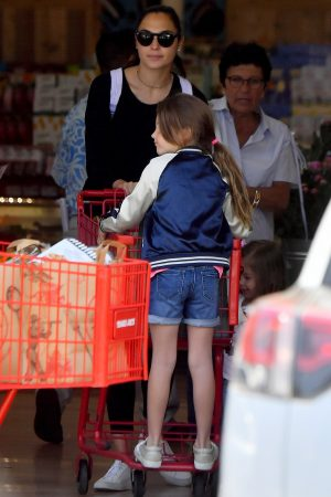 Gal Gadot with her daughter Shopping Out in Studio City 2019/06/22 6