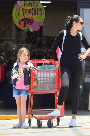 Gal Gadot with her daughter Shopping Out in Studio City 2019/06/22 7
