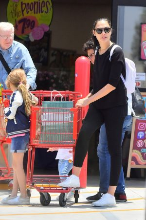 Gal Gadot with her daughter Shopping Out in Studio City 2019/06/22 8