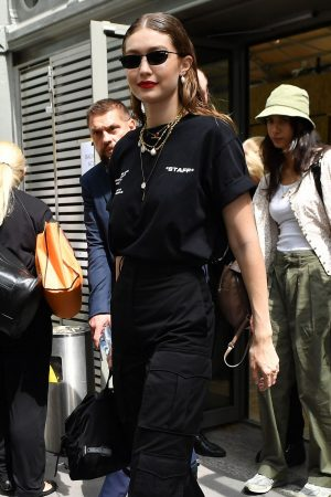 Gigi Hadid Outside for Off-White Menswear Spring Summer 2020 Show in Paris 2019/06/19 2