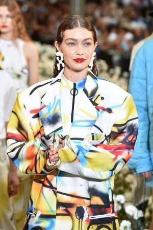 Gigi Hadid Ramp Walks During Off-White Menswear Spring Summer 2020 show in Paris 2019/06/19 4