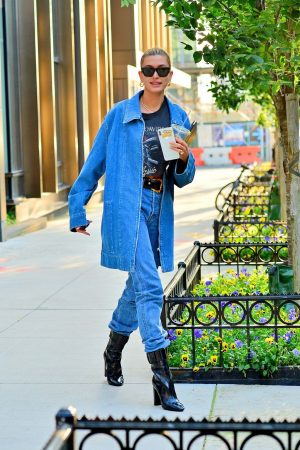 Hailey Baldwin in Double Denim Out in New York City 2019/06/22 8