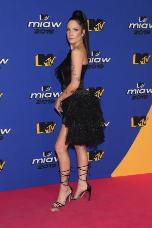 Halsey attends 2019 MTV MIAW Awards at Palacio de los Deportes in Mexico 2019/06/21 1