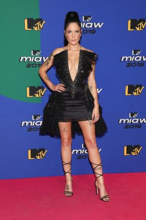 Halsey attends 2019 MTV MIAW Awards at Palacio de los Deportes in Mexico 2019/06/21 4