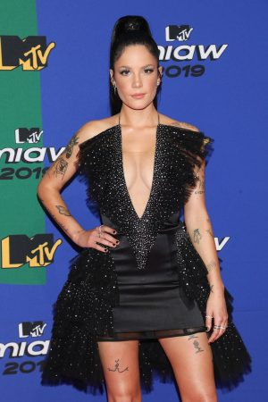Halsey attends 2019 MTV MIAW Awards at Palacio de los Deportes in Mexico 2019/06/21 5