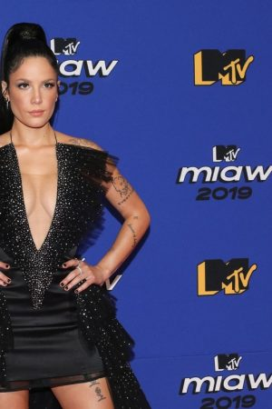 Halsey attends 2019 MTV MIAW Awards at Palacio de los Deportes in Mexico 2019/06/21 6