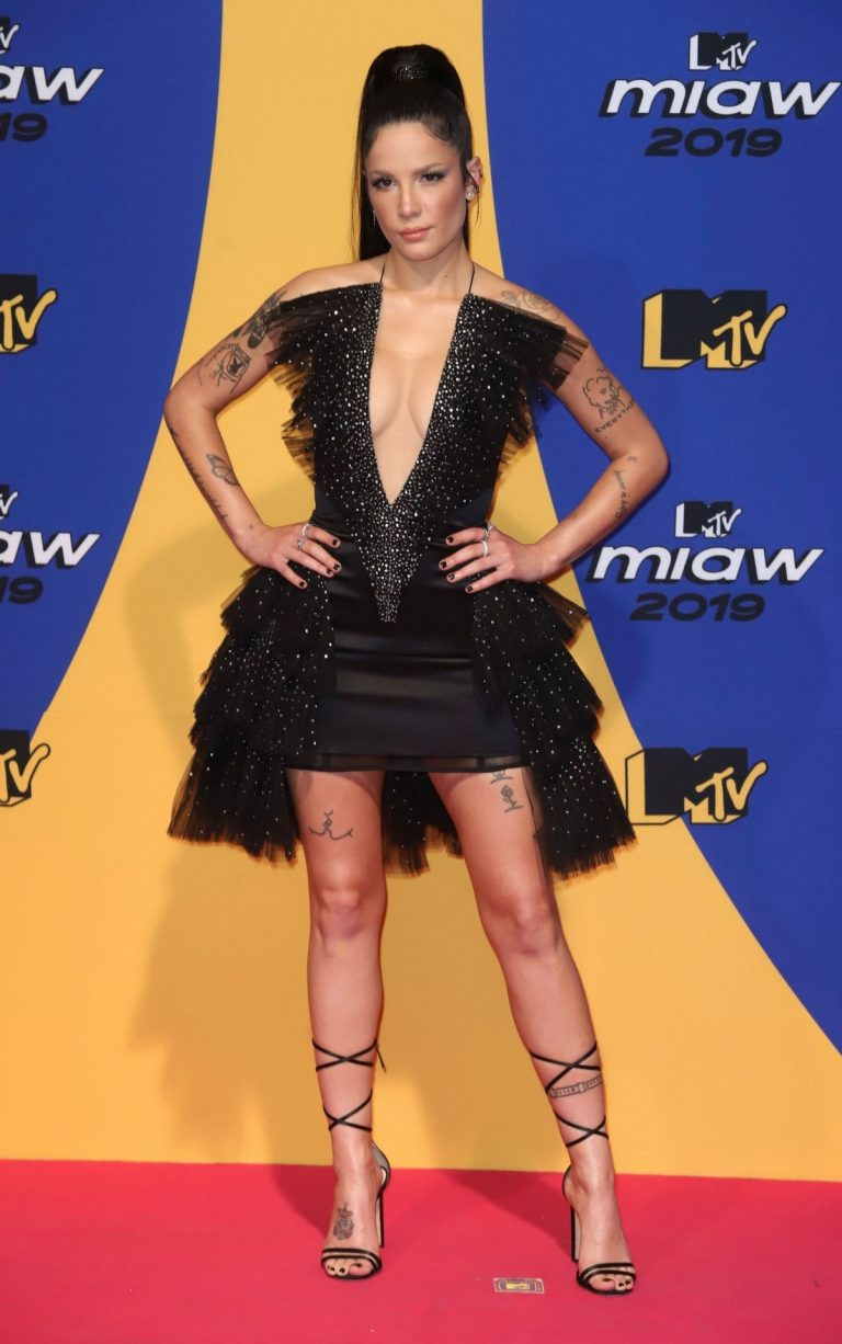 Halsey attends 2019 MTV MIAW Awards at Palacio de los Deportes in Mexico 2019/06/21 7