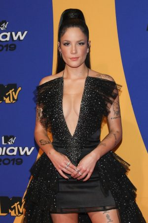 Halsey attends 2019 MTV MIAW Awards at Palacio de los Deportes in Mexico 2019/06/21 8
