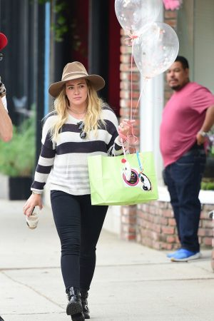 Hilary Duff in Lining Top and Tights Out in Los Angeles 2019/06/15 6