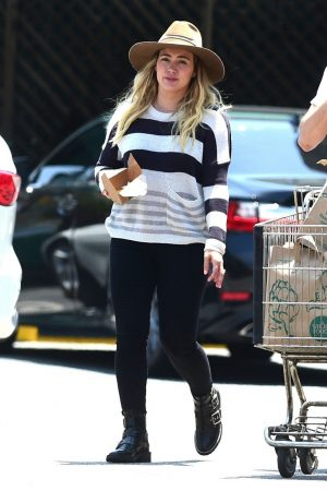 Hilary Duff in Lining Top and Tights Out in Los Angeles 2019/06/15 7