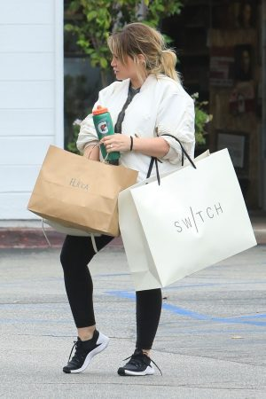 Hilary Duff  Out for Monday Morning Trip to Beverly Hills 2019/06/17 1