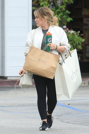 Hilary Duff  Out for Monday Morning Trip to Beverly Hills 2019/06/17 5