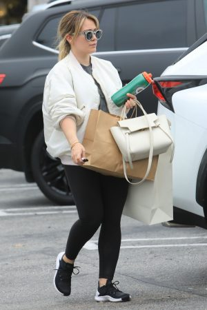 Hilary Duff  Out for Monday Morning Trip to Beverly Hills 2019/06/17 9