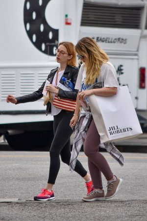 Hilary Duff with her friend Out for Shopping Trip in Studio City 2019/06/18 3