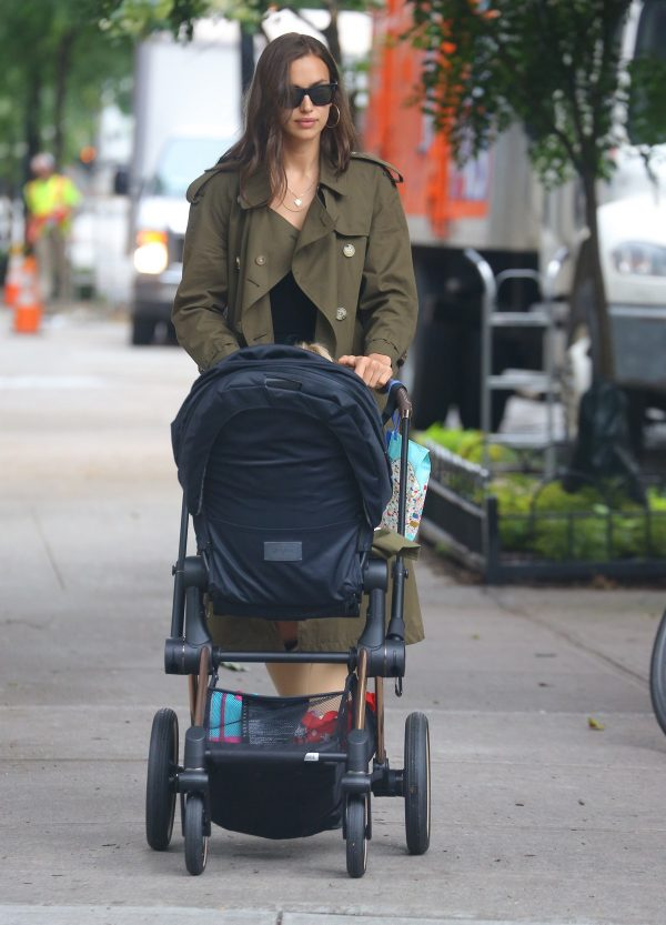 Irina Shayk Out with her daughter in New York 2019/06/19 1