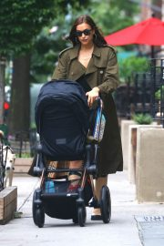 Irina Shayk Out with her daughter in New York 2019/06/19 4