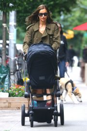 Irina Shayk Out with her daughter in New York 2019/06/19 6