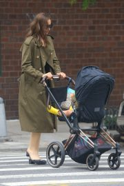 Irina Shayk Out with her daughter in New York 2019/06/19 7
