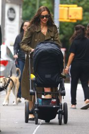 Irina Shayk Out with her daughter in New York 2019/06/19 11