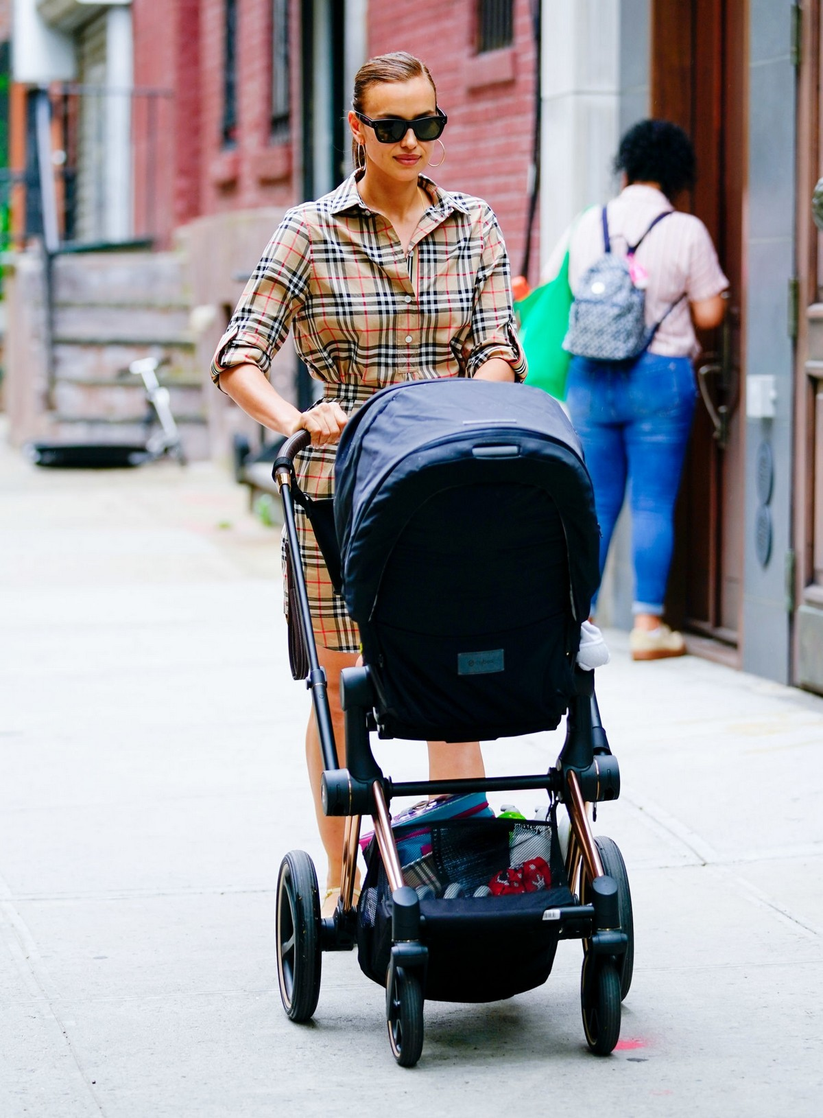 Irina Shayk with Her Daughter Lea Out in New York City 2019/06/17 1