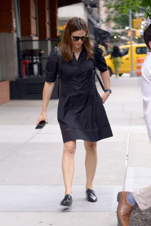 Jennifer Garner in Black Dress Out in New York 2019/06/17 1