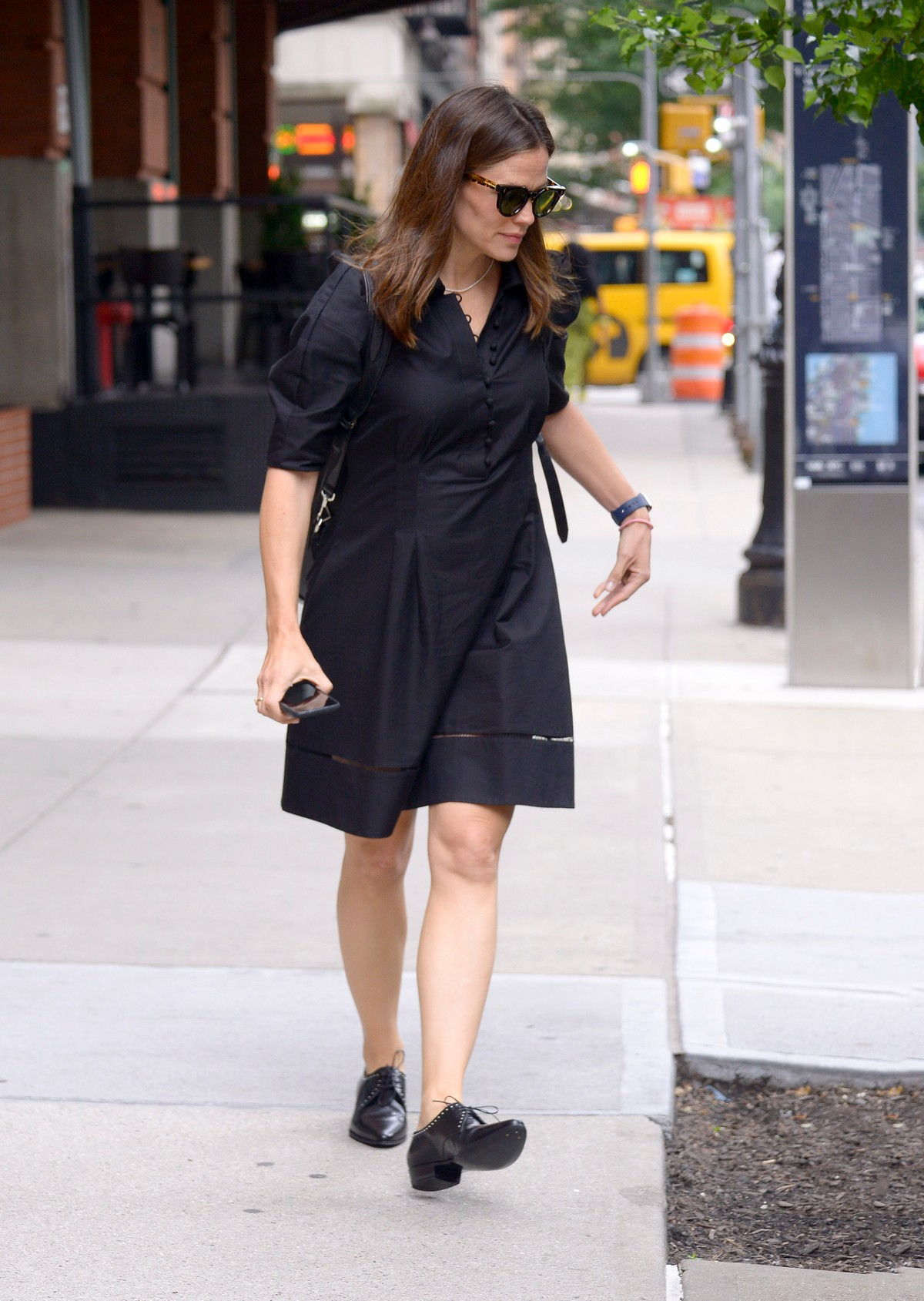Jennifer Garner in Black Dress Out in New York 2019/06/17 5