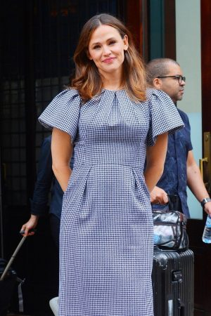 Jennifer Garner in Gingham Dress Out in New York 2019/06/18 2