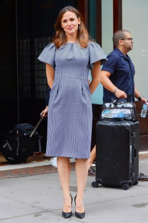 Jennifer Garner in Gingham Dress Out in New York 2019/06/18 3