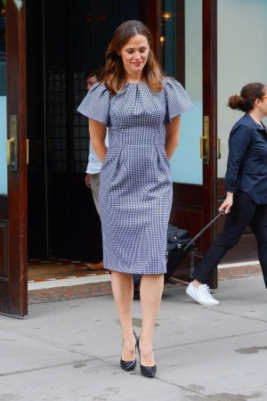 Jennifer Garner in Gingham Dress Out in New York 2019/06/18 4