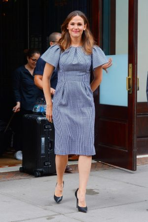 Jennifer Garner in Gingham Dress Out in New York 2019/06/18 6