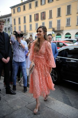 "Jessica Alba arrives at ""Douglas"" of Corso Buenos Aires in Milan 2019/06/20 3"