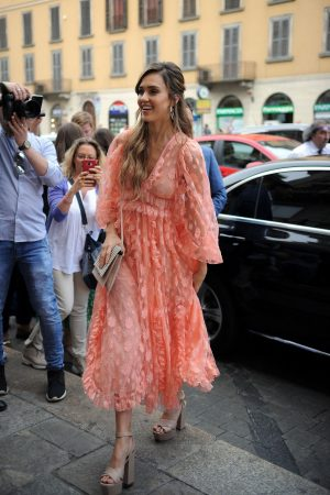 "Jessica Alba arrives at ""Douglas"" of Corso Buenos Aires in Milan 2019/06/20 7"