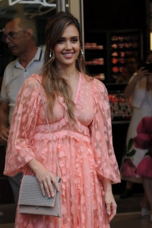 "Jessica Alba arrives at ""Douglas"" of Corso Buenos Aires in Milan 2019/06/20 15"