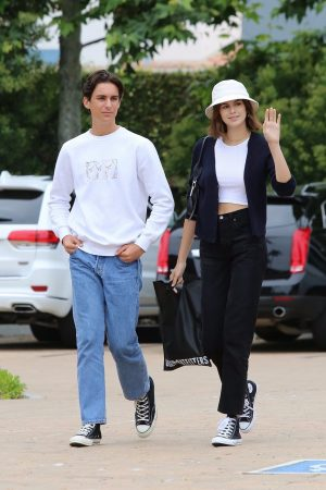 Kaia Gerber with Friends Out and about in Malibu 2019/06/17 4