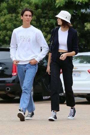 Kaia Gerber with Friends Out and about in Malibu 2019/06/17 5
